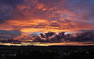 Sunset_over_Stawell_townsip_and_the_Grampians,_Stawell,_Vic,