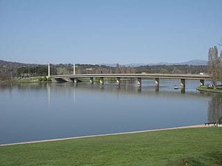Canberra ACT-Lake_Burley_Griffin_and_Comm_Ave_Bridge