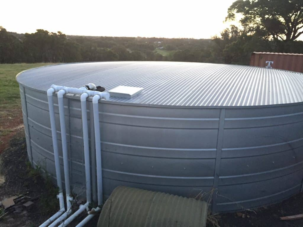 Tank with Gutter System Roelands